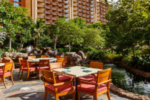 aulani-makahiki-outside-seating-resort-hero-g